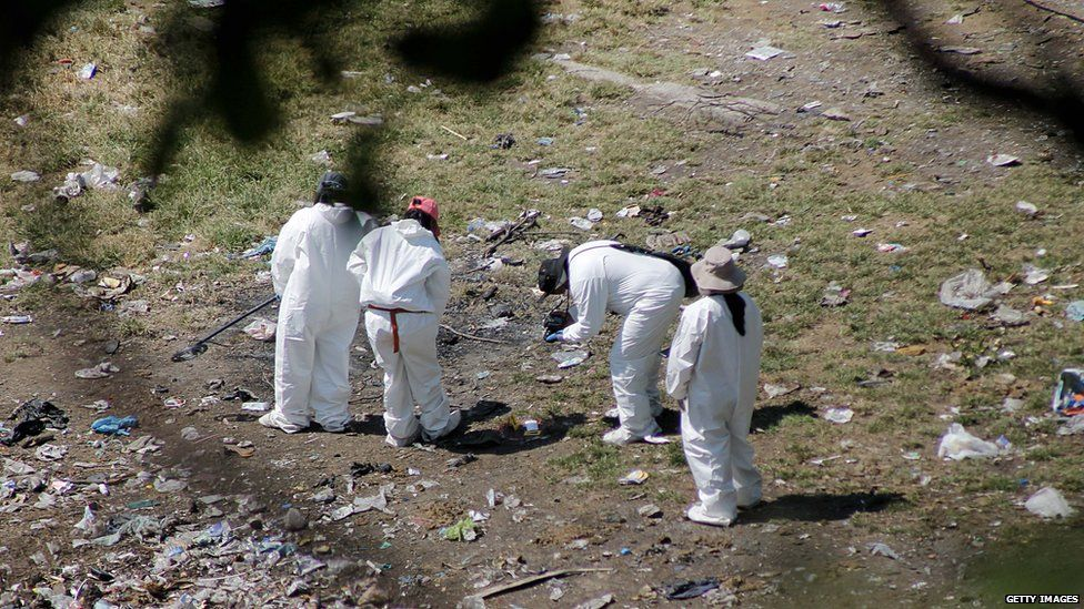 Search for remains on rubbish tip outside Cocula. 28 Oct 2014