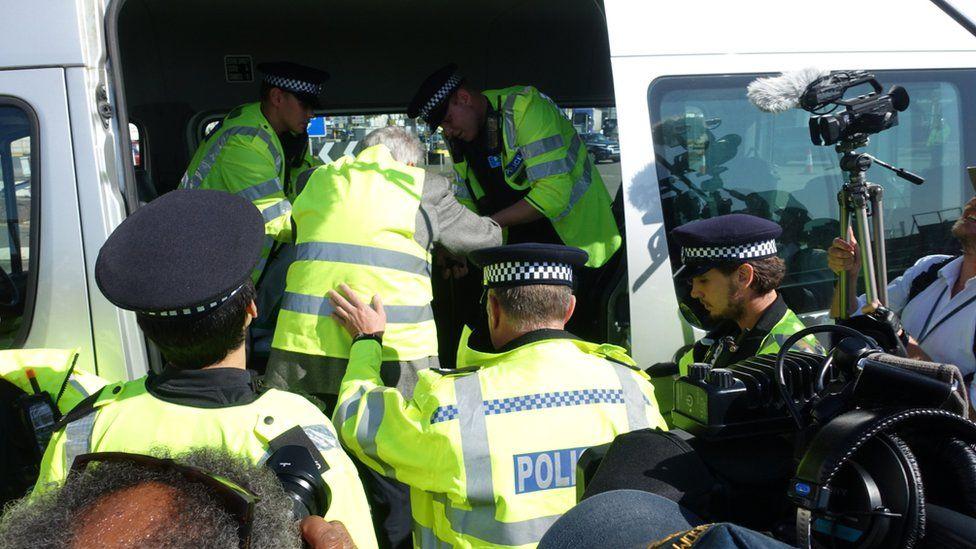 Extinction Rebellion Dover: Ten climate activists arrested