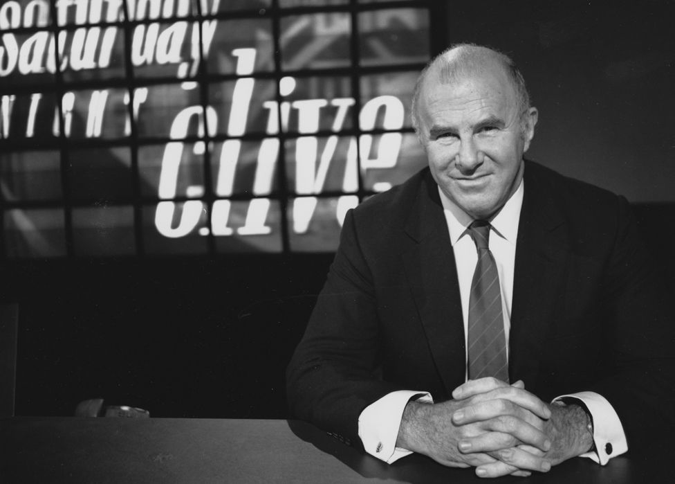 Clive James: Australian broadcaster and author dies aged 80 - BBC News