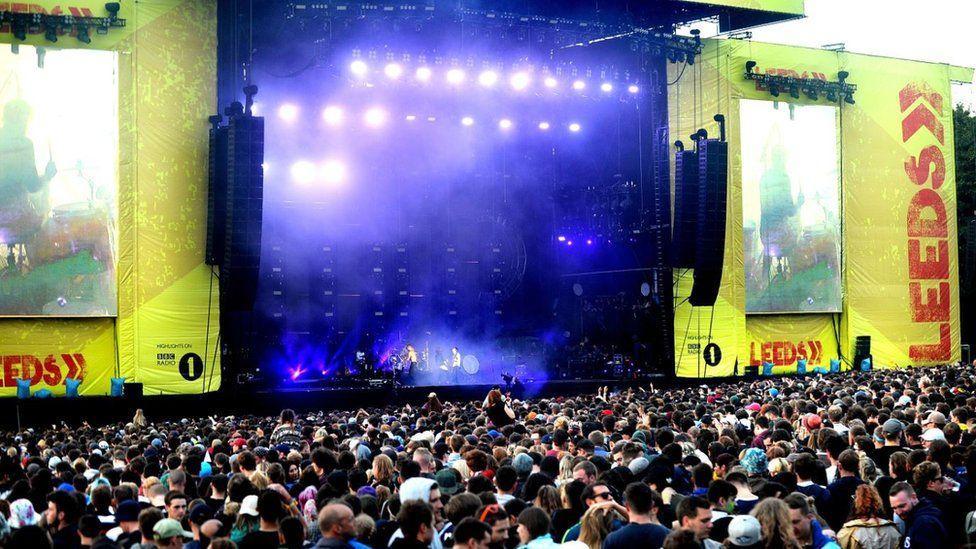 Man, 19, dies at Creamfields festival - BBC News