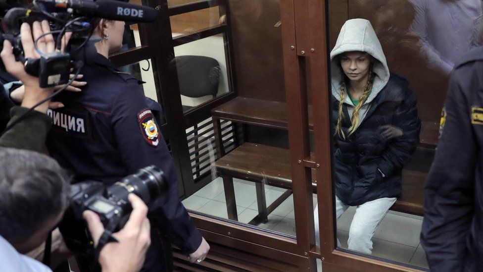 Anastasia Vashukevich (C) pictured at the Nagatinsky district court in Moscow, Russia, on 19 January 2019