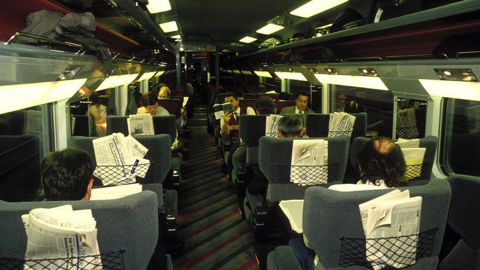 1994年11月,欧洲之星通过海底隧道