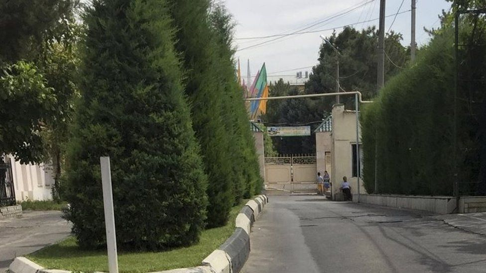 An entrance to the government hospital where Ukbek President, Islam Karimov is being treated in Tashkent (29 August 2016)