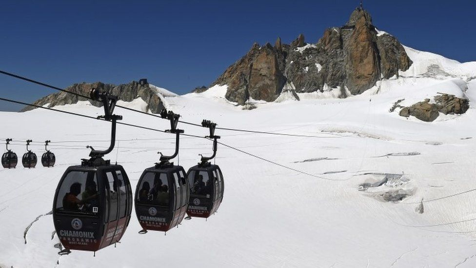 Alps cable cars (file photo)