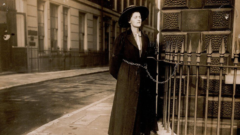 Suffragette chained to railings