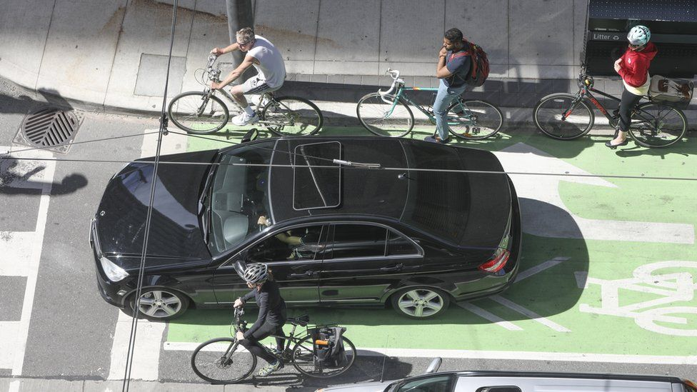A Toronto intersection with cars and bicycles