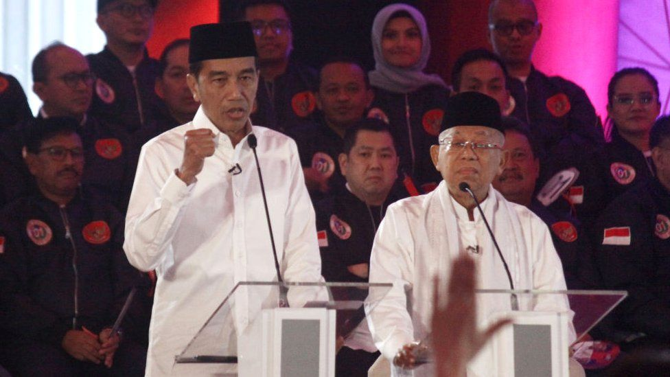 Joko Widodo (left) and his running mate, Ma'ruf Amin (right)
