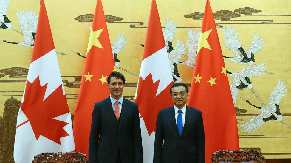Chinese Premier Li Keqiang (R) and Canadian PM Justin Trudeau (L) attend the signing ceremony