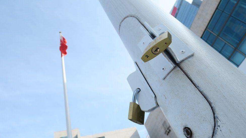 香港大会堂外上锁之旗杆(3/1/2020)