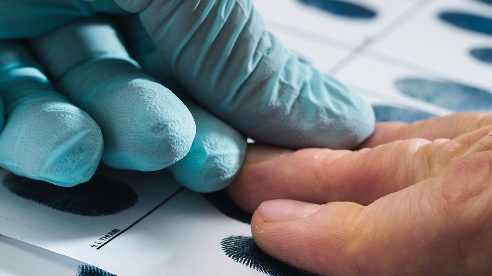 Taking fingerprints of criminal