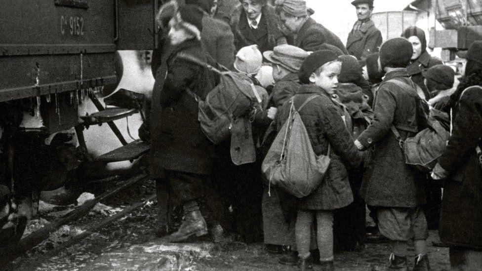Children boarding the Kindertransport.