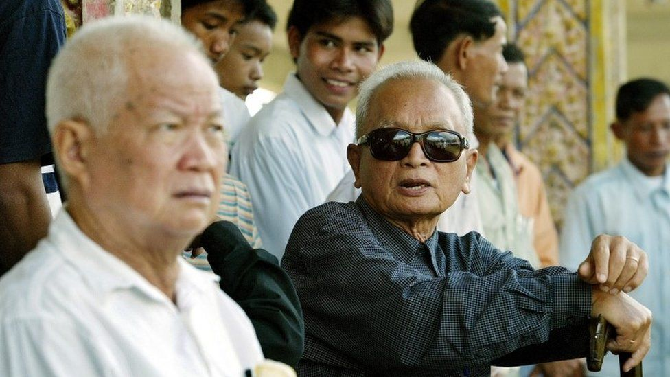 Nuon Chea, right, and Khieu Samphan at the cremation of Pol Pots first wife in 2003
