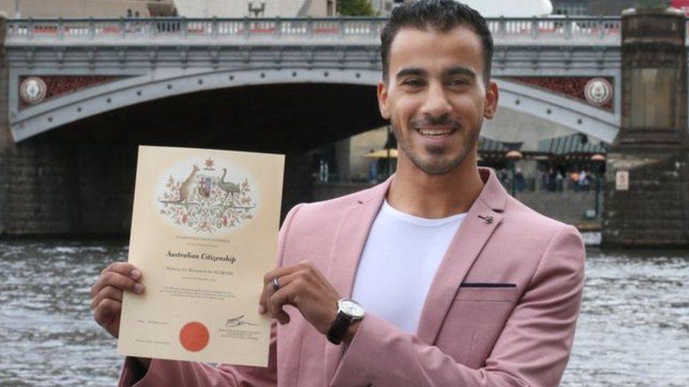 حكيم العريبي لاعب كرة القدم البحريني يحصل على الجنسية الأسترالية