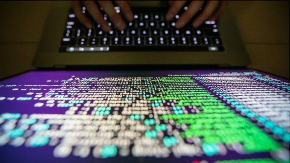 """باحث في أمن الإنترنت يوقف فيروس الفدية بـ """"الصدفة"""""""