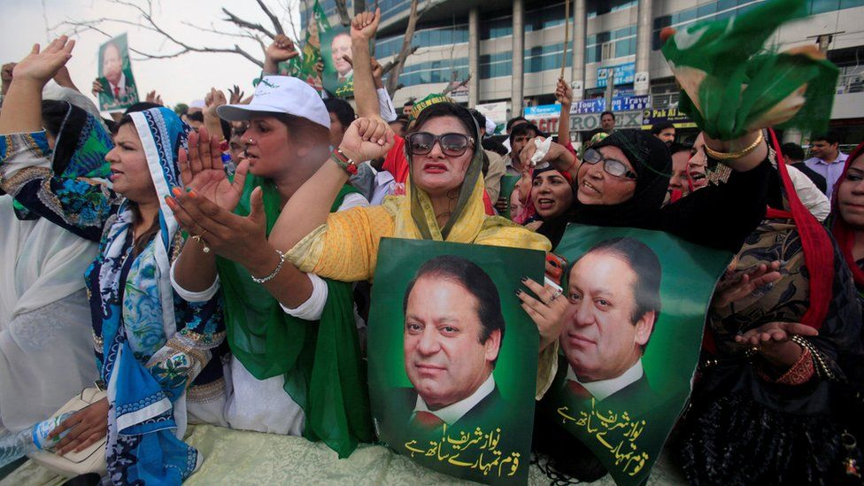 Supporters of Pakistan's Prime Minister Nawaz Sharif react after the Supreme Court's decision to disqualify him, in Lahore, 28 July 2017