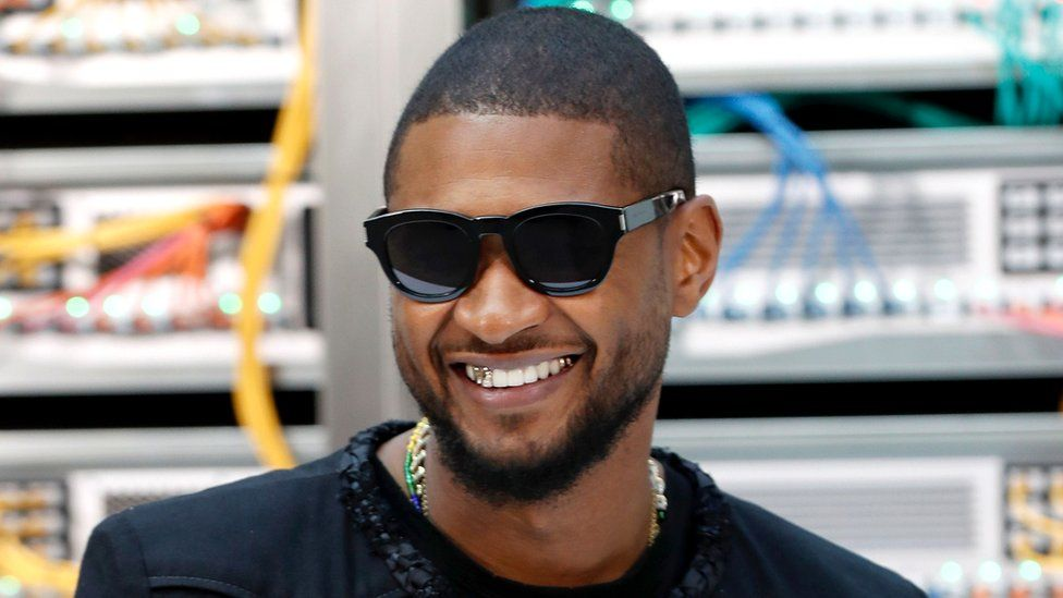 US singer Usher poses before the Chanel 2017 Spring/Summer ready-to-wear collection fashion show, 4 October 2016