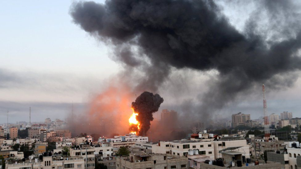 Smoke and flames rise from Gaza during Israeli air strikes (12 May 2021)