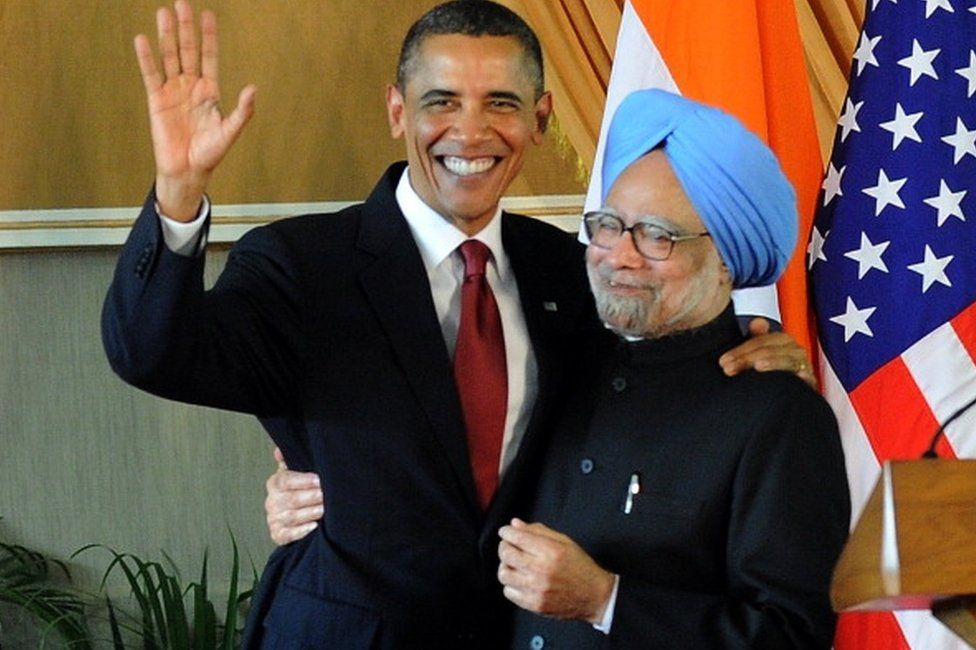 US President Barack Obama (L) and Indian Prime Minister Manmohan Singh (R) pose after the joint press conference at Hyderabad House in New Delhi on November 8, 2010. I