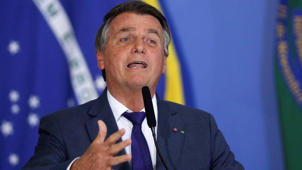 Bolsonaro: New bill will limit tech giants' power to remove content thumbnail