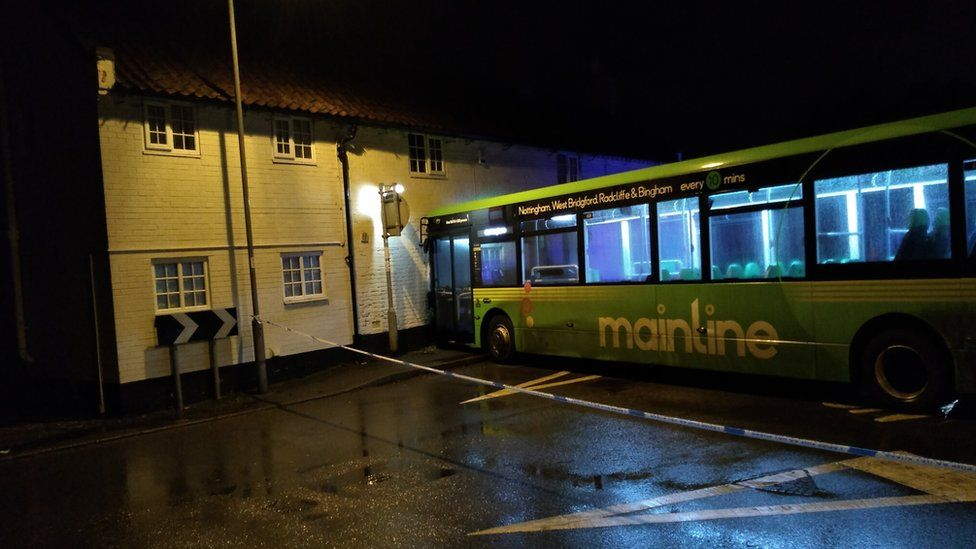 Bus crashed into house in Radcliffe-on-Trent