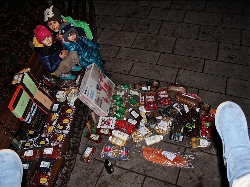 Продукты и игрушки из очередного эко-маркета