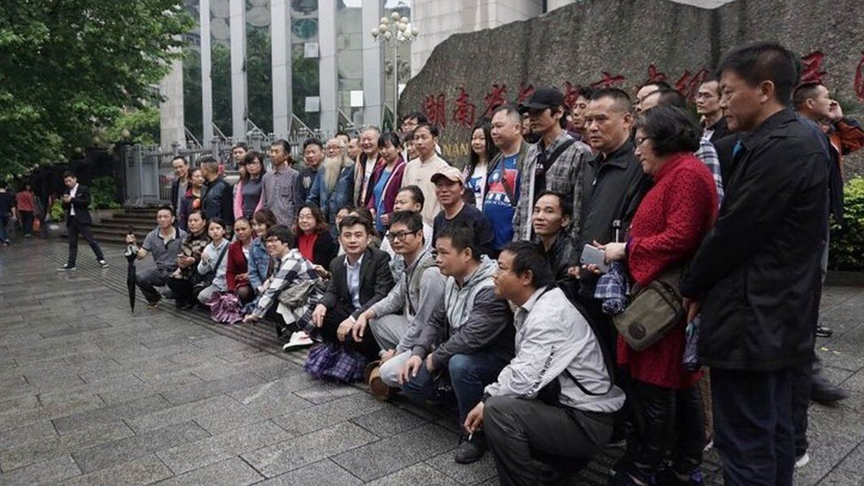 Supporters of lawyer Xie Yang outside the Intermediate People's Court in Changsha (25 April 2017)