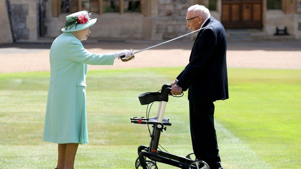 Queen and Capt Sir Tom Moore