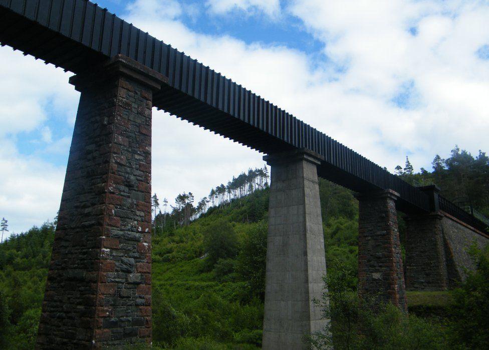 Loch Katrine Aqueduct bridge nr Kinlochard.jpg