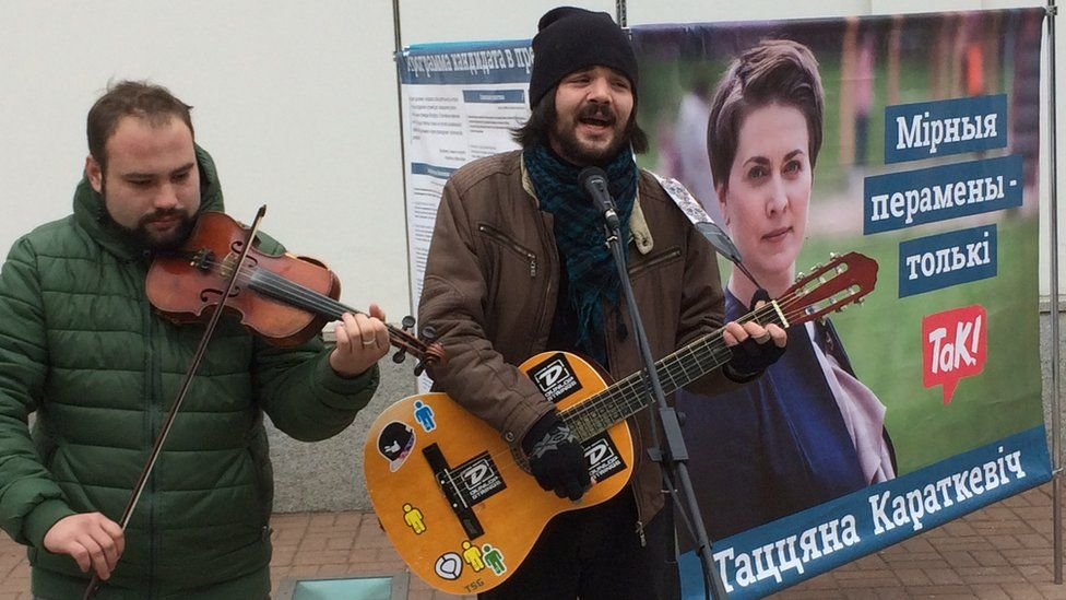 A guitar and violin duet belt out songs of protest