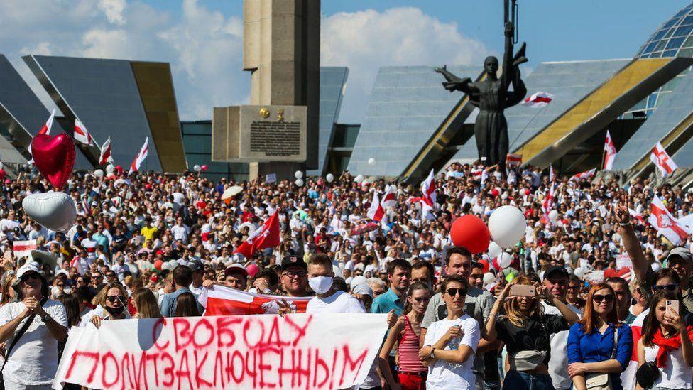 Стела Мінськ - місто-герой