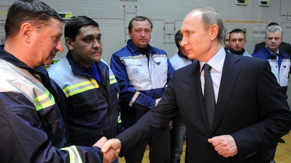 Russian President Vladimir Putin (front R) meets staff of Crimean electricity company Krymenergo in Simferopol, 2 Dec 15
