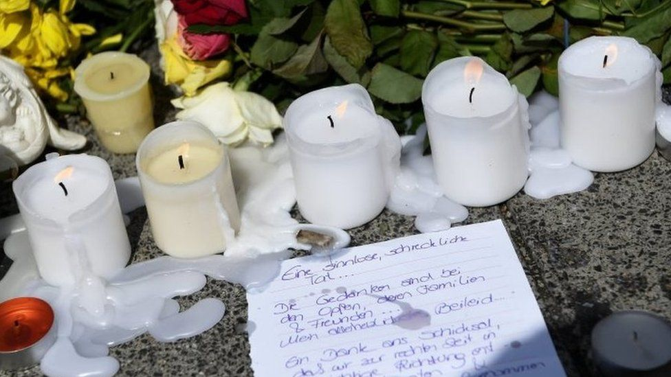 A letter, candles and flowers lie outside the Olympia shopping centre - the scene of Friday's shooting in Munich (24/07/2016)