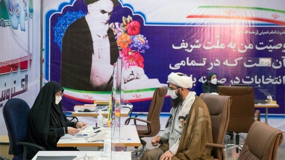 An Iranian cleric registers to stand in the presidential election, in Tehran (11/05/21)