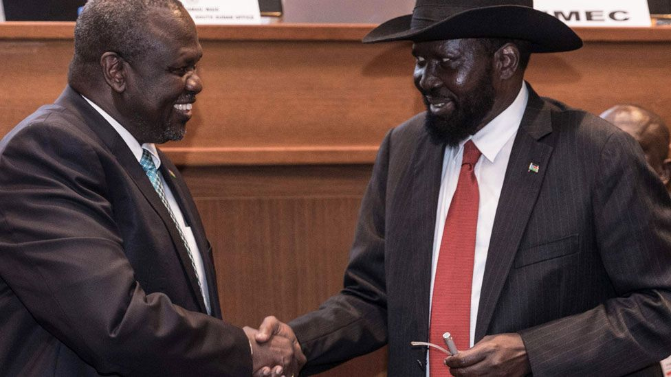 L-R: Riek Machar and Salva Kir shaking hands