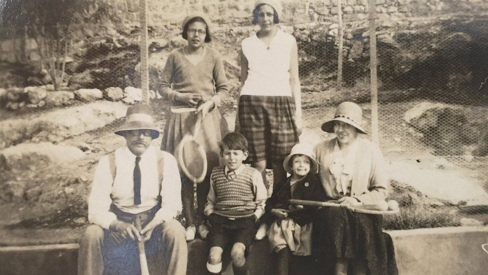 Arthur Ransome with the Altounyan children and their mother Dora. Photo courtesy of Leeds University Library