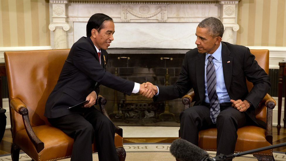 US President Barack Obama shakes hands with Indonesia's President Joko Widodo in the Oval Office of the White House on 26 October 2015