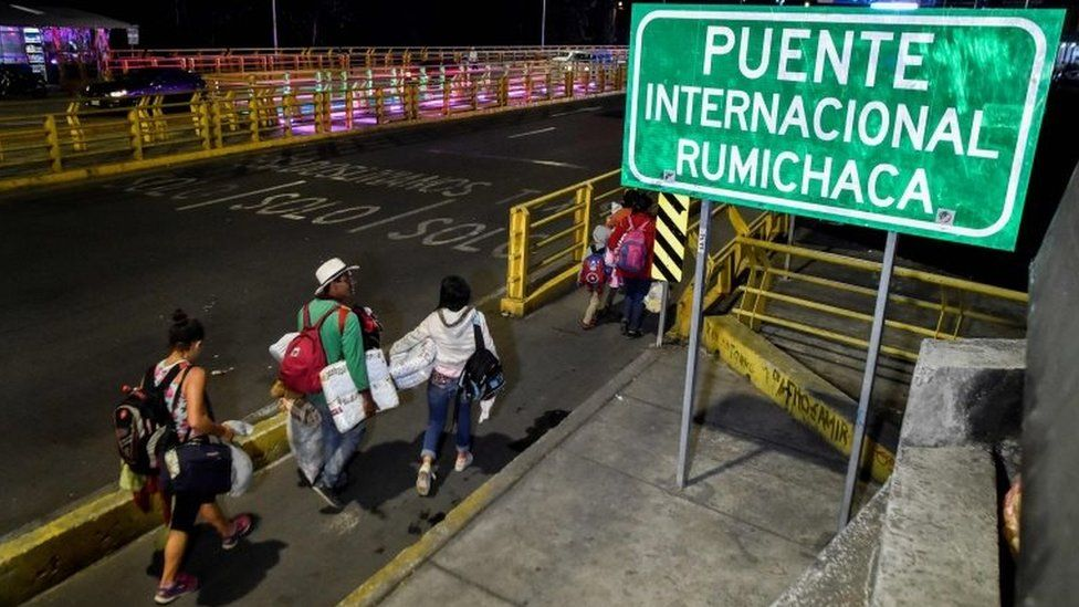 Venezuelans cross the Rumichaca International Bridge, in the border between Ipiales in Colombia, and Tulcan in Ecuador, on August 23, 2018.