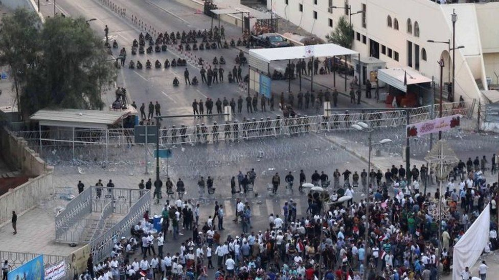 Iraqi security forces close a bridge leading to Baghdad's Green Zone during a demonstration against corruption. Photo: 2 October 2015