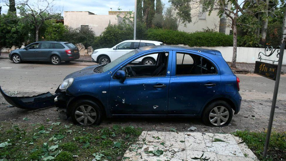 Car damaged by rocket fragments in the community of Mishmeret, central Israel (25 March 2019)