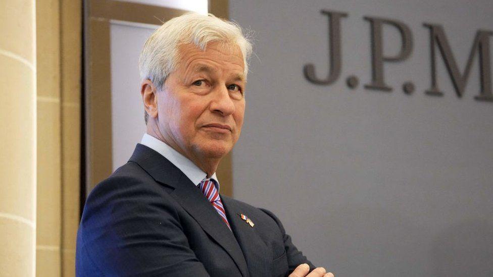 JP Morgan: US banking giant gives boss 'special award' thumbnail