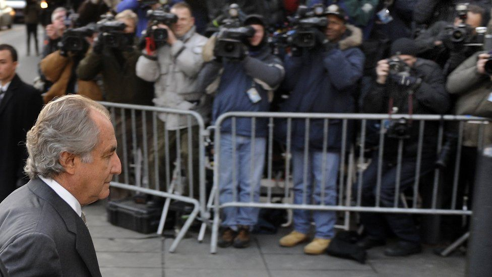Disgraced Wall Street financier Bernard Madoff (L) arrives at a US Federal Court on March 12, 2009 in New York