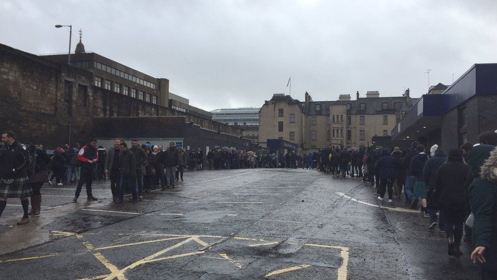 Long queue at Queen Street Station