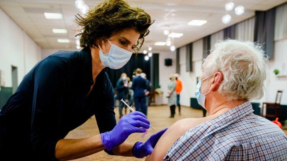 Vaksinasi diberikan di Bruinisse, Belanda - 15 Februari
