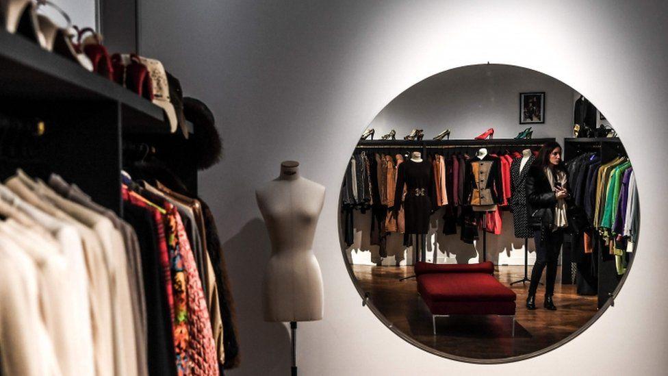 Виставка одягу Катрін Деньов у Парижі