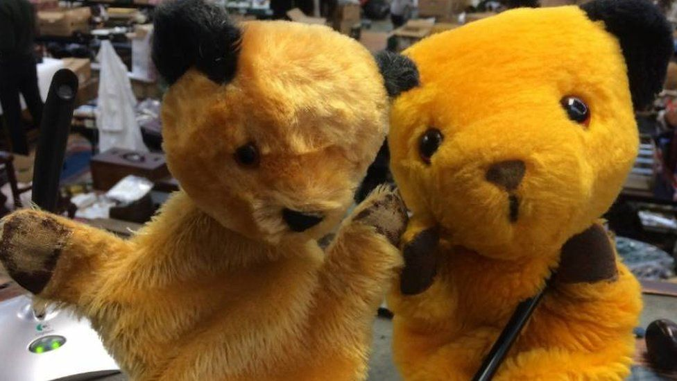Sooty puppets