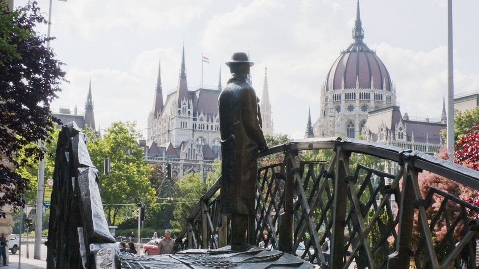 Nagy statue, 2009 file pic