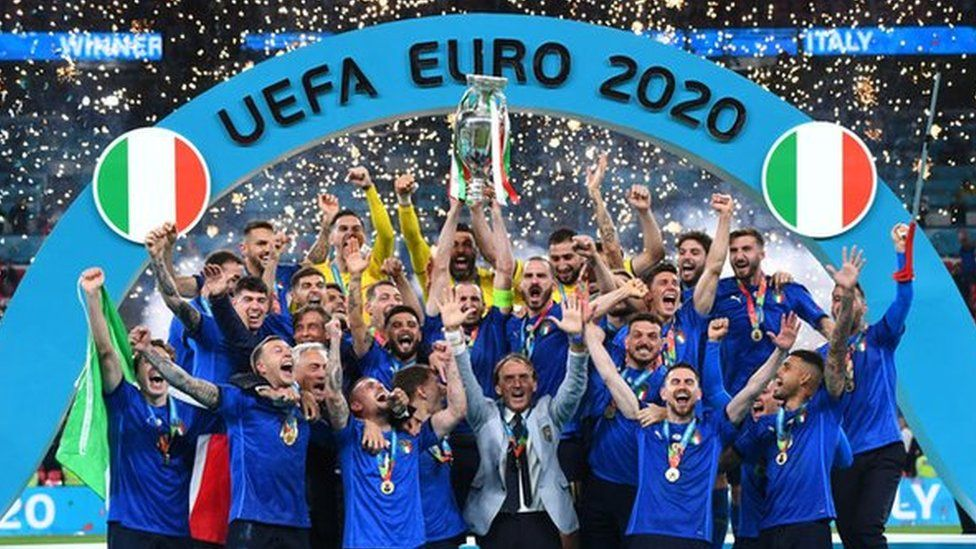 Euro 2020: Italy fans in the North West celebrate win - BBC News