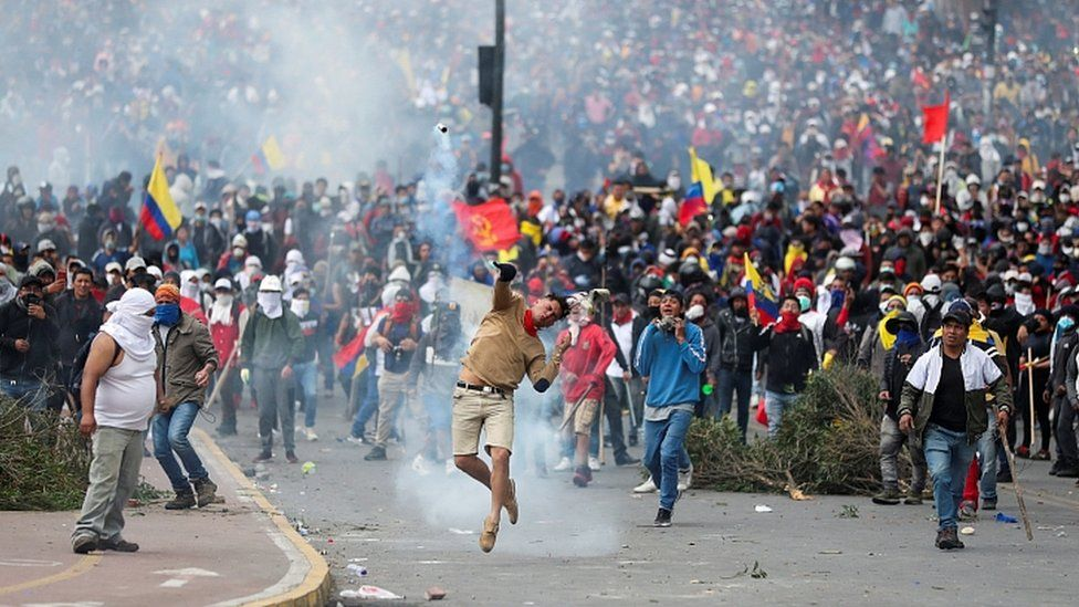 Demonstrators clash with police officers in Quito. 8 Oct 2019