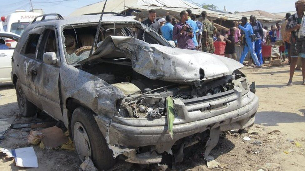 A car destroyed in the Mogadishu explosion (19 February 2017)