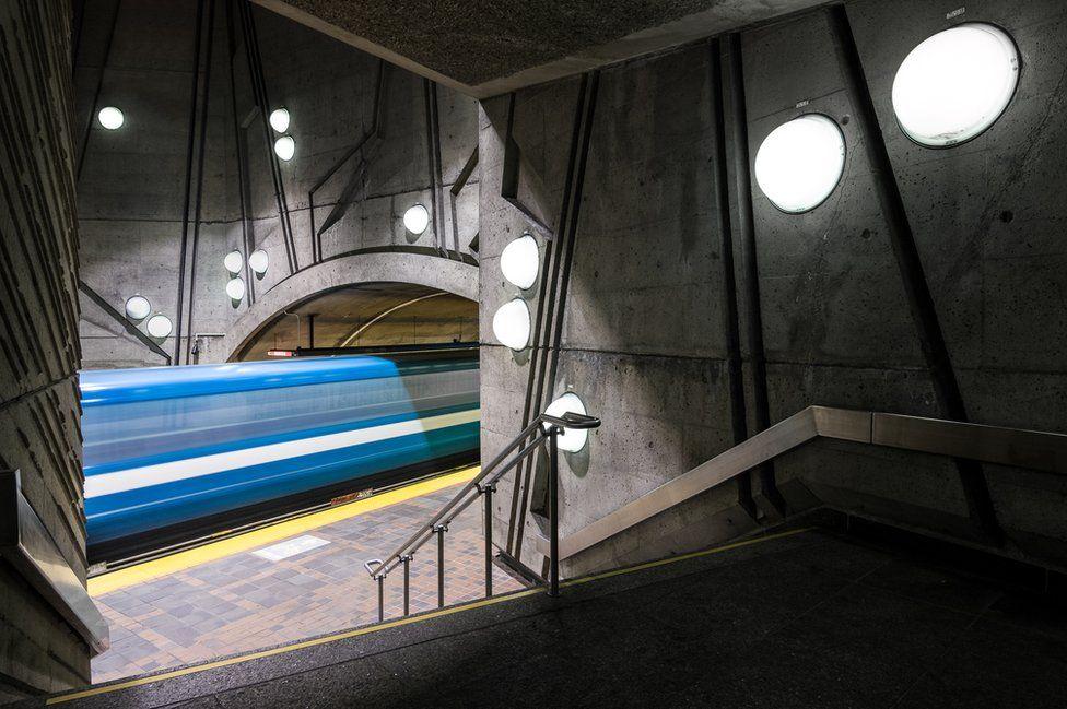 De La Savane station